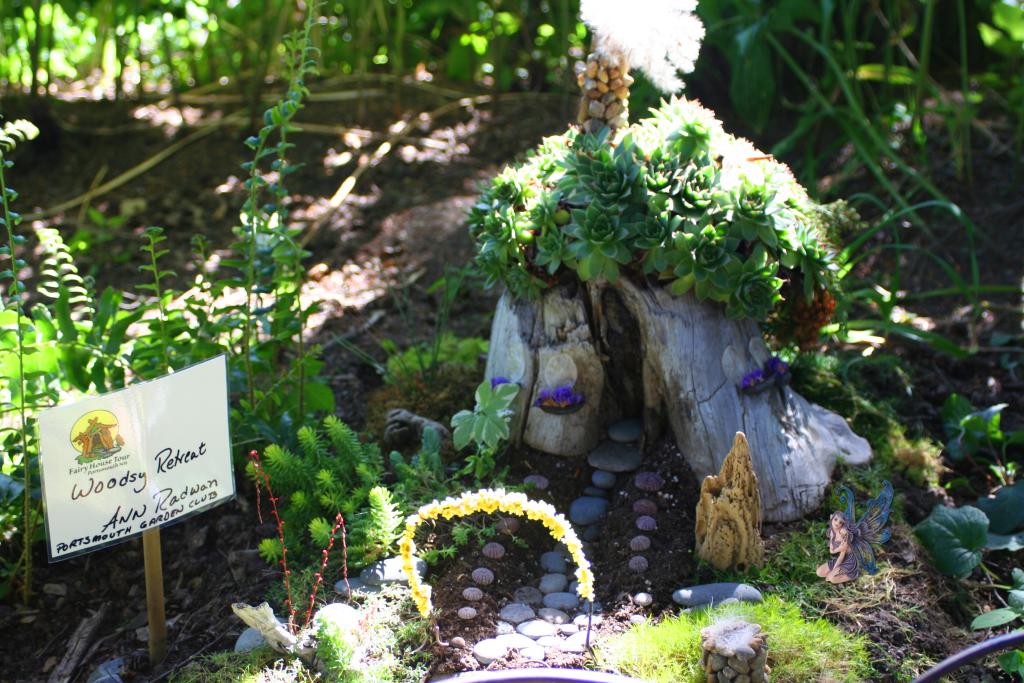 Fairy House 7 Kneeling Fairy